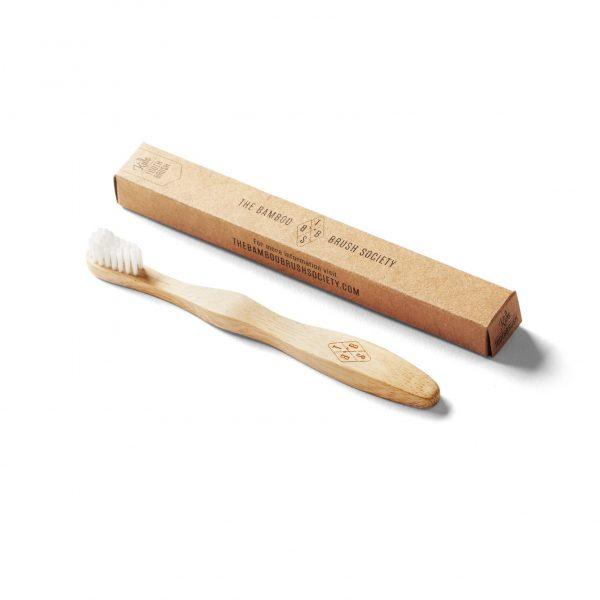 Бамбукова четка за зъби до картонена кутийка