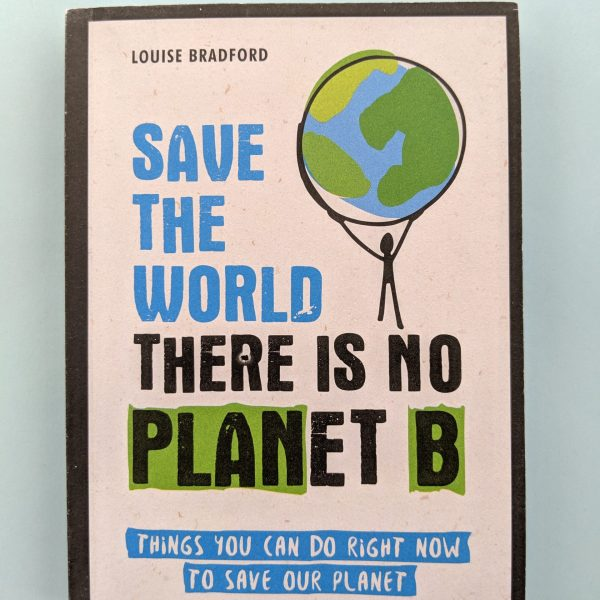 Корицата на книга с илюстрация на човече, което крепи планетата земя на ръцете си