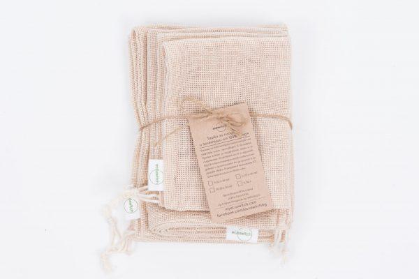 Сгънати и вързани съе шнур комплект памучни мрежести торби за пазаруване