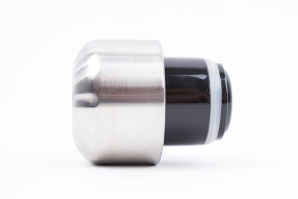 Сива метална капачка за бутилка за вода