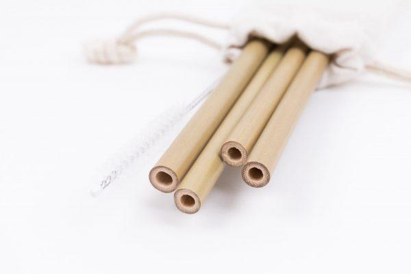 Четири бамбукови сламки с четчица в бяло памучно калъфче